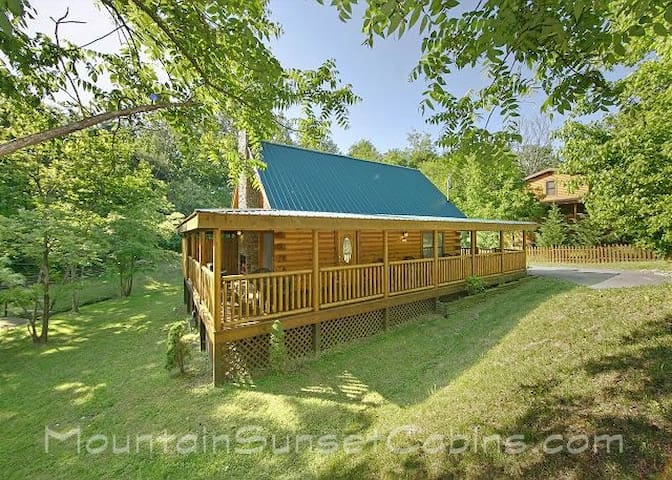 Hidden Treasure in Pigeon Forge 2BR - Pigeon Forge - Rumah