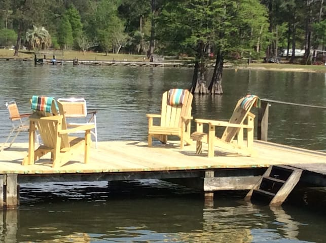 Relax at the Lakehouse with a dock - Bonneau - Hus