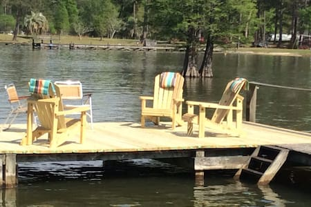 Relax at the Lakehouse with a dock - Bonneau - Rumah