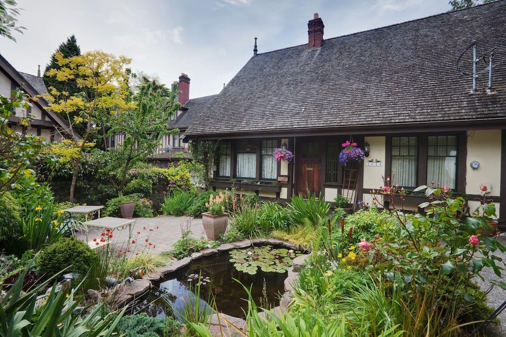 Tudor Cottage Apartments For Rent In Victoria British Columbia Canada
