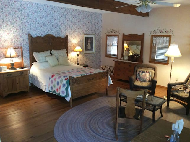 Vintage Barn Ozark Vacation Retreat - Ozark - เกสต์เฮาส์