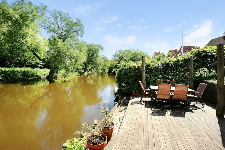 Cosy riverside room near citycenter - Odense