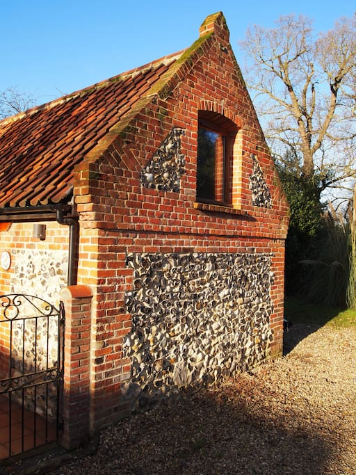 Newly restored flint and brick barn - traditional materials