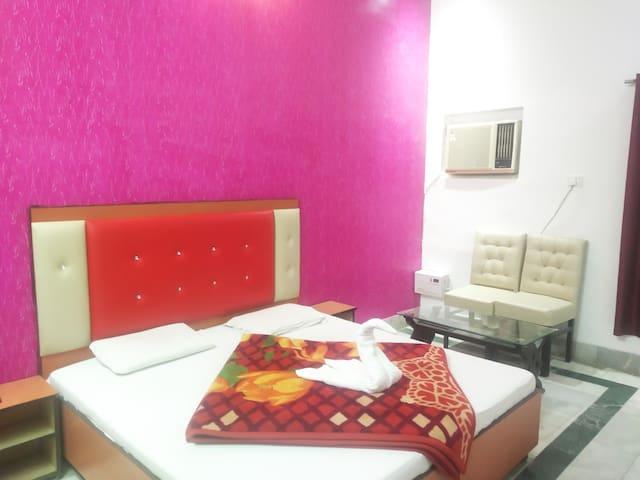 Private room near to Harki pauri Haridwar