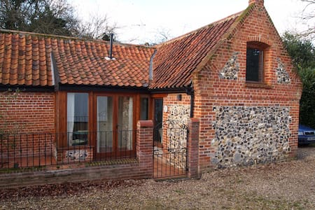 Charming converted barn, Norfolk - Catfield