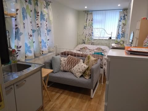 Double /single self contained annexe room, parking