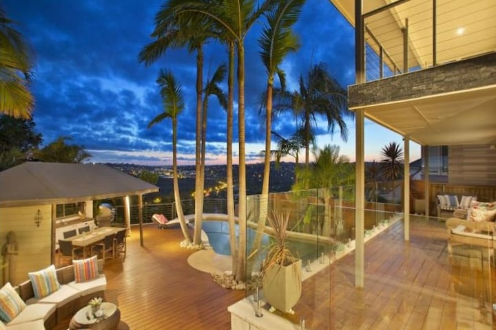 Collaroy Beachville House: Ocean & lagoon view