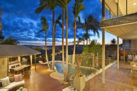 Collaroy Beachville House: Ocean & lagoon view
