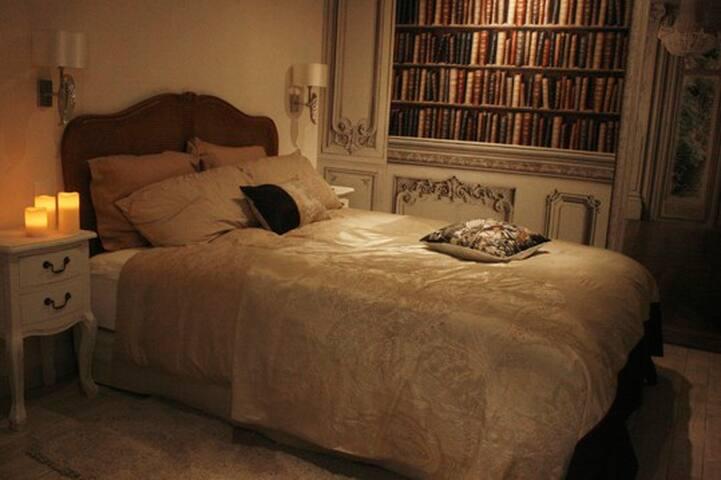 Kathome chambre Haussmannienne