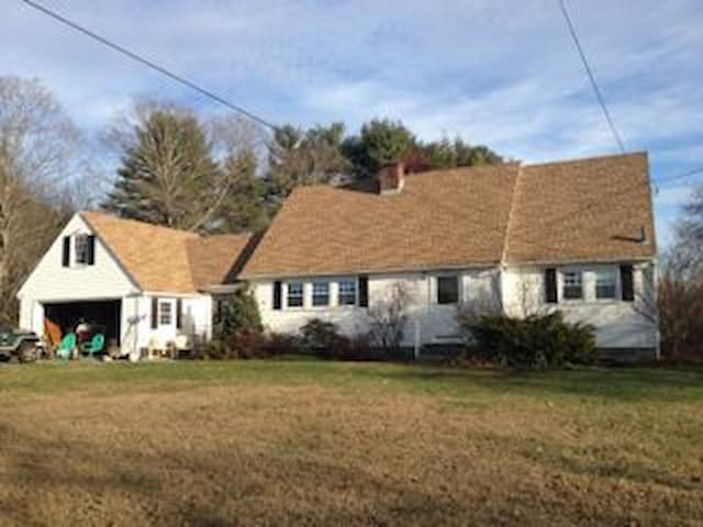 Crisp Bright Country Space - Groton - Talo