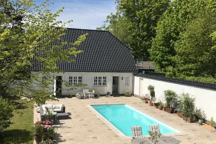 Country house/apartment with access to pool