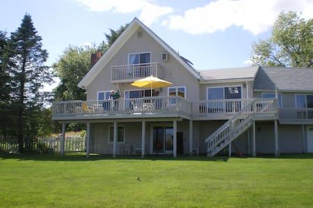 Gorgeous Waterfront Beach House - Narragansett - House