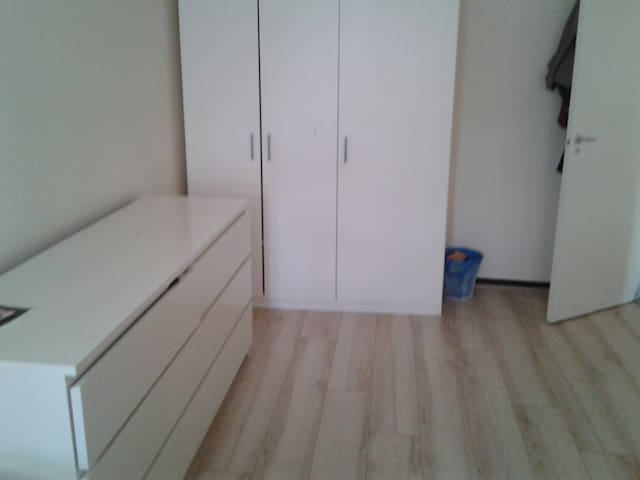 Large SINGLE ROOM in central London