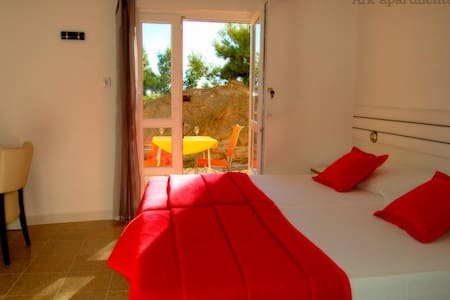 """Ark """"Octopussy"""" room by the beach - Spalato"""