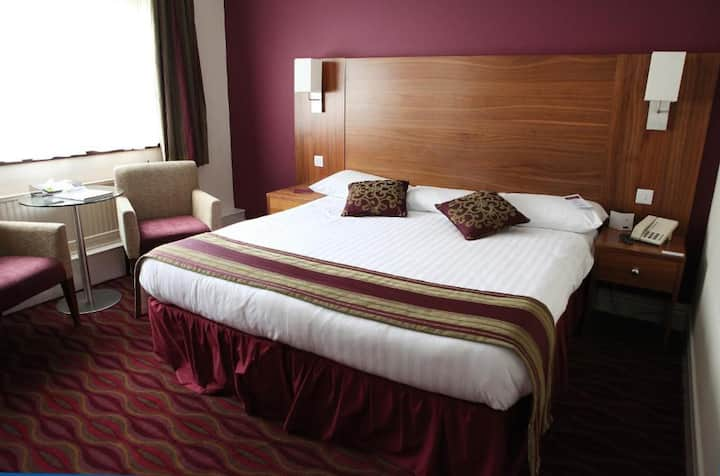 Essential Travel Only: Lovely Double Bed At Washington