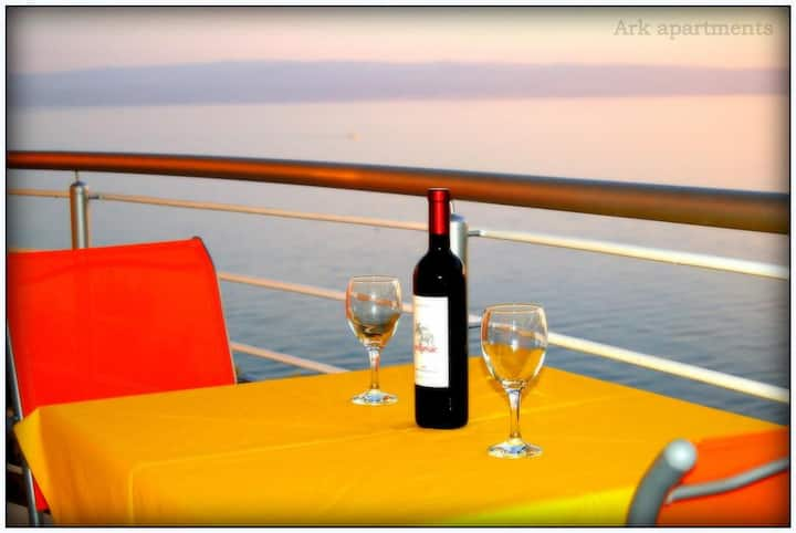 """Ark """"Rooster"""" 4* Sea View Suite"""