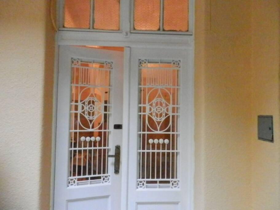 Bejárat az udvarból