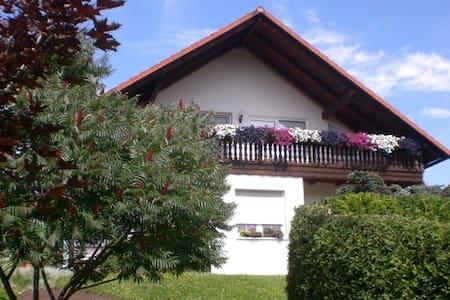 Wohnung mit Osterburgblick - Weida - Appartement