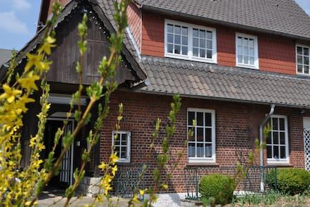 Großes Haus mit Garten vor Hamburg - Hus