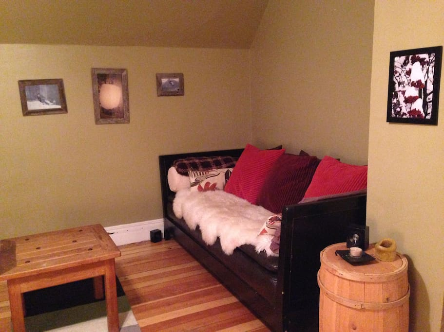Master Bedroom-couch/sofabed