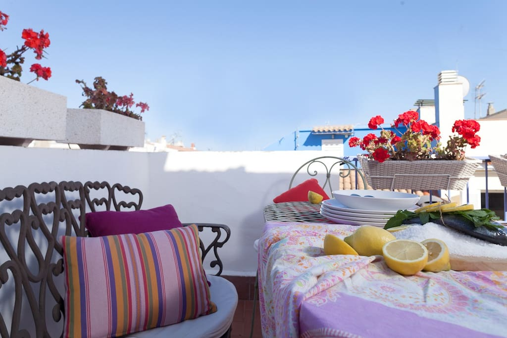 Dining table in the front terrace with sea view