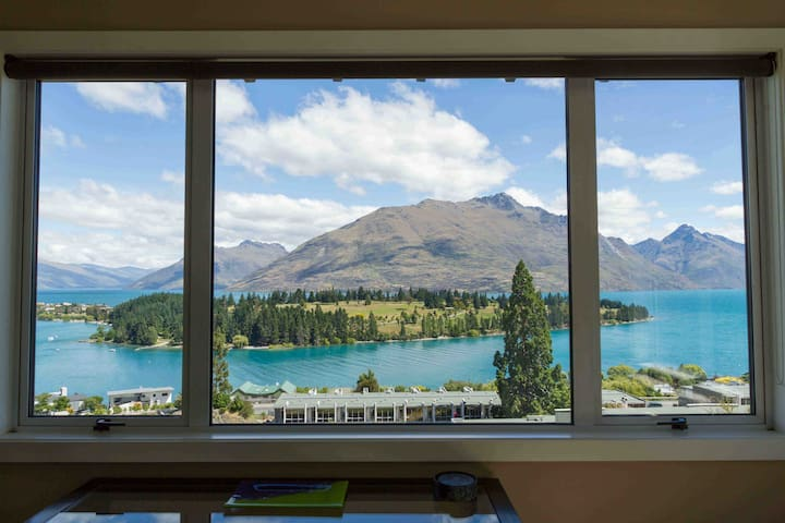 Sunny & Spacious 2brm Apartment - Queenstown - Flat