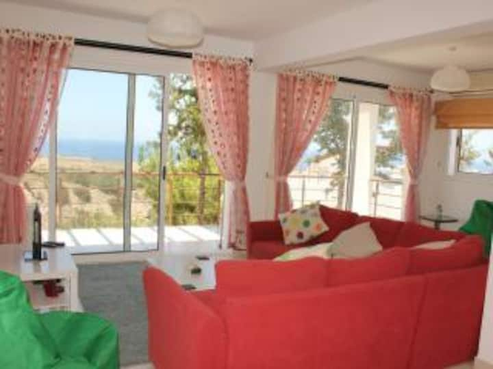 P/house with BBQ roof terrace / sunset sea views