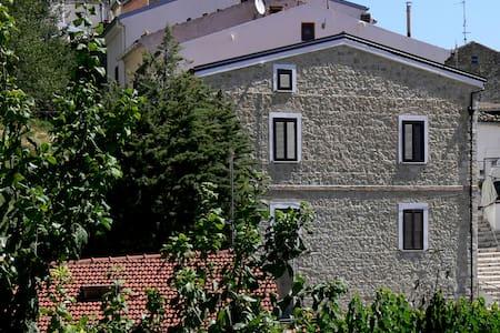 Residenza sulla Roccia - Bovino - Aamiaismajoitus