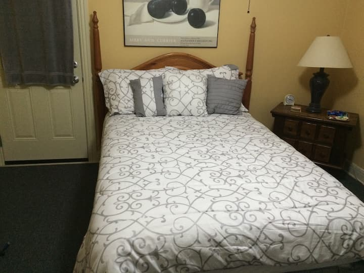 Central Austin (Tarrytown) Bed and Bath