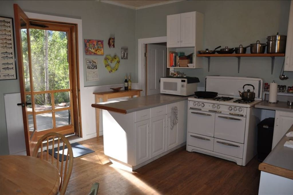 Country kitchen with 6 burner stove,dishwasher, microwave,fully equipped ready to roll.