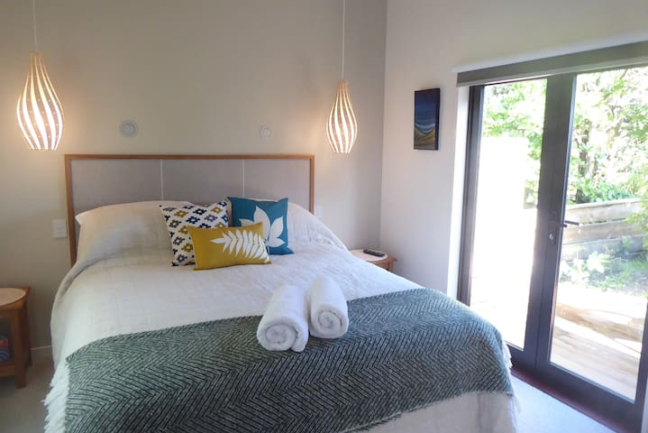 The Bay House Beachside Accommodation (Suite 4)