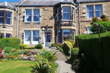 2. High quality bed in  good area. Curfew by 2 am. - Edimburgo - Bed & Breakfast
