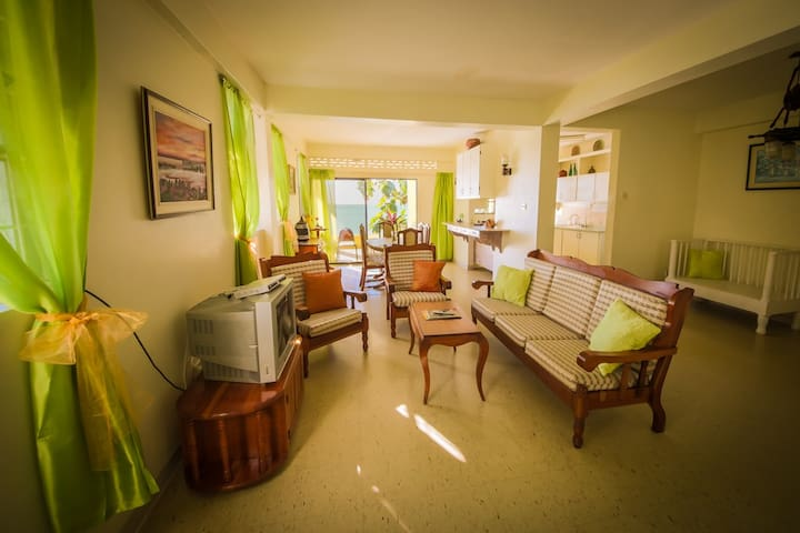 3-bed/3-bath Oceanfront Apartment - Castries - Pis