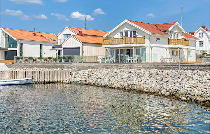 Amazing home in Rönnäng with WiFi and 2 Bedrooms