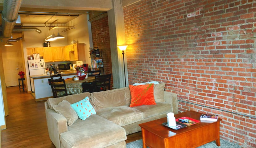 "Downtown KC, Mo ""True Loft"" 2 bed/2 bath"