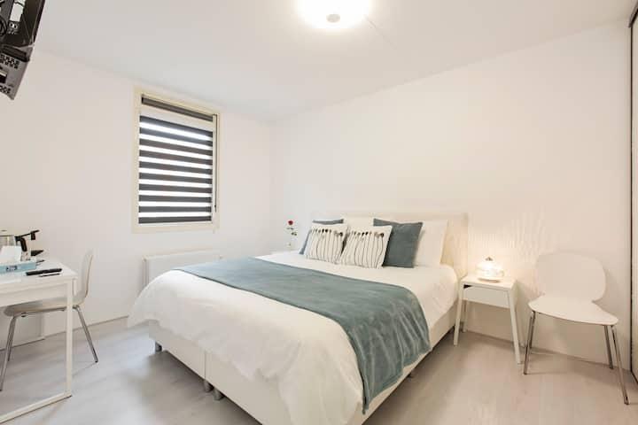 Bedroom nr Utrecht city-SmartTV/Netflix, Nespresso