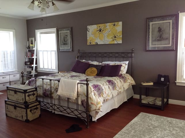 Paris master suite, country charm - Beaumont