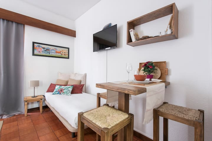 Single Bed, Dining Area