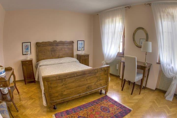 Camera Giada con bagno condiviso con camera Perla
