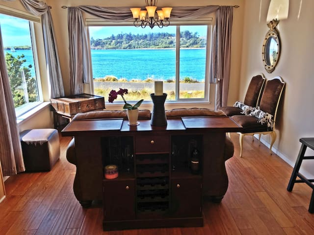 Special! Rent 2 Nights, 3rd Free! Waterfront, Spa