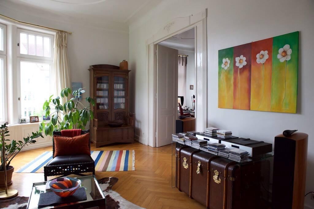 Der Salon mit Blick auf die Eppendorfer Landstrasse