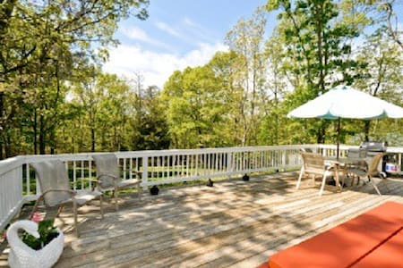 Walk to your Own Private Beach - Sag Harbor - House