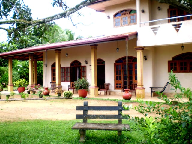3BR home-stay in jungle+ BREAKFAST  - Baddegama