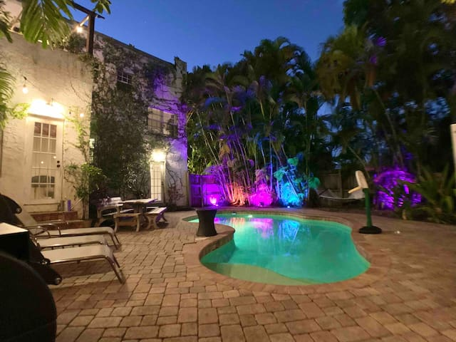 2 Story Villa in Miami Art District  🔥heated Pool