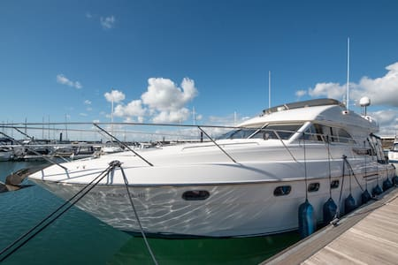 Luxury Yacht near Quay with Brownsea Island View - Poole - Barco