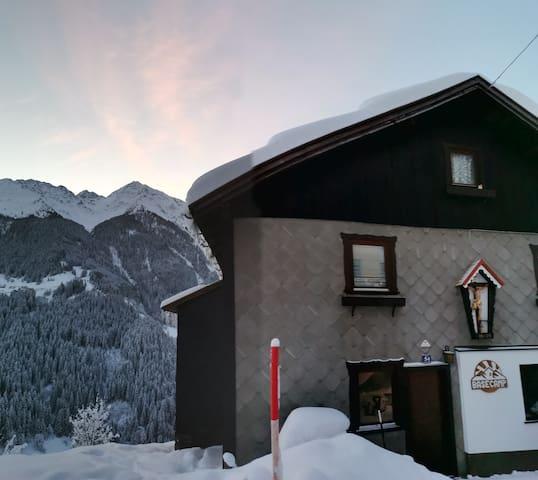 Basecamp - Mountain Lodge mit Frühstück