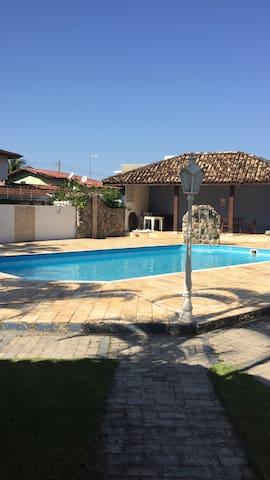 Casa em condomínio, 300 m da praia de Massaguaçu.