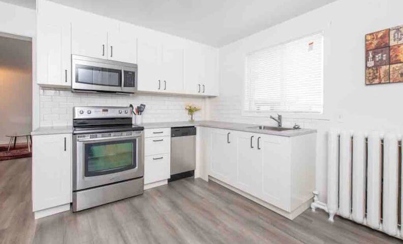 Spacious 1 Bedroom, Vanier with Parking