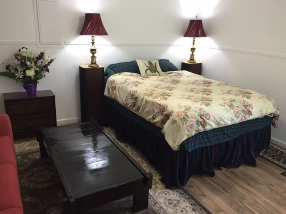 additional bedroom queen bed-private entrance