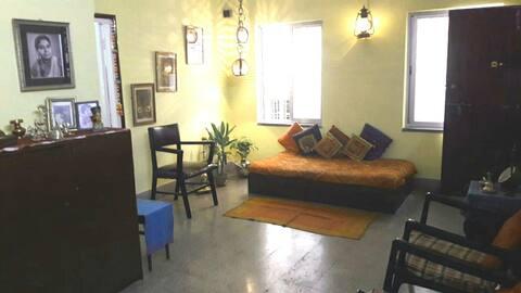 Comfortable 1 AC Private Room@New Alipore, Kolkata